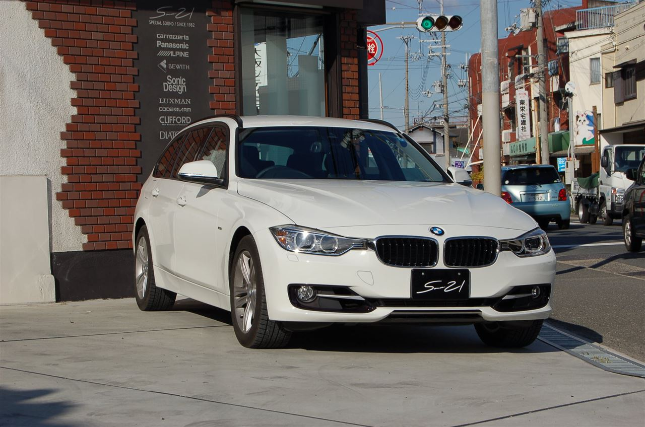 昨年末からデモカーとして使用しています、BMW3シリーズツーリングワゴン(F31)です。